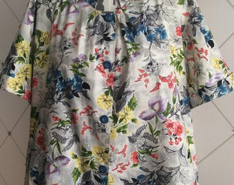 Pretty 1950's multi coloured floral cotton trapeze shape smock top