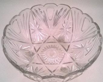 Stunning scalloped edged vintage scroll 3-legged round glass fruit bowl startburst pattern