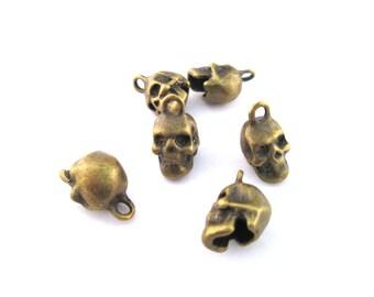 6 skull charms pendants, brass plated, 16x10x8mm, D101