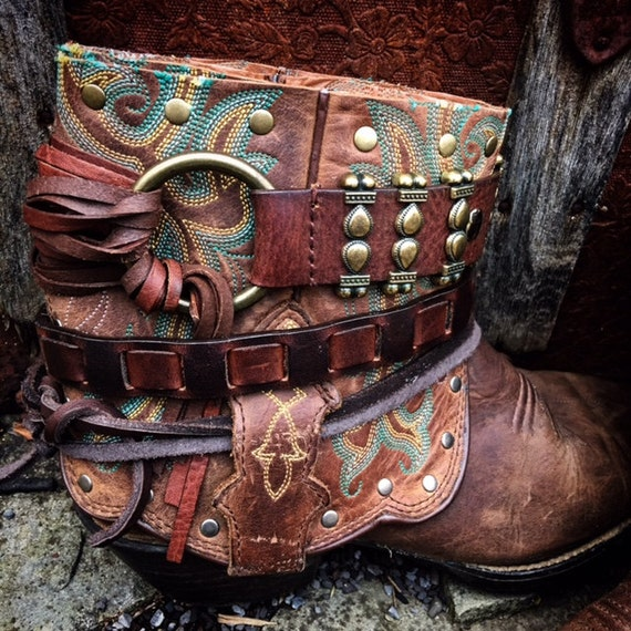 WILD WEST Cheyenne Reworked Leather Boots. Bohemian Gypsy Boots. Women's Size 8 US // Ready to Ship