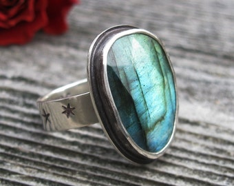 Faceted Labradorite Ring - Sterling Silver faceted Labradorite ring with stars and moon - Labradorite ring - size 7.25 - size 7 1/4 ring