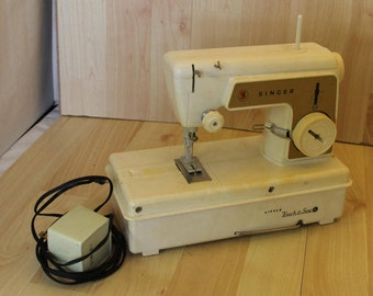Vintage SINGER Little Touch & Sew Sewing Machine