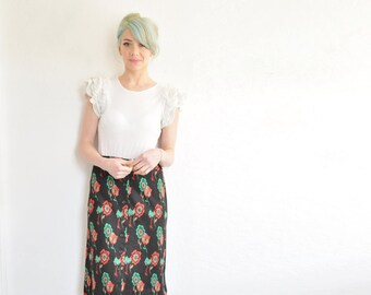 retro 70s black knit floral skirt . high waist flower knee length .medium