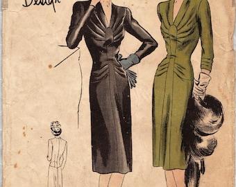 Vogue Special Design 4401 / Vintage 1940s Sewing Pattern / Dress / Size 14 Bust 32