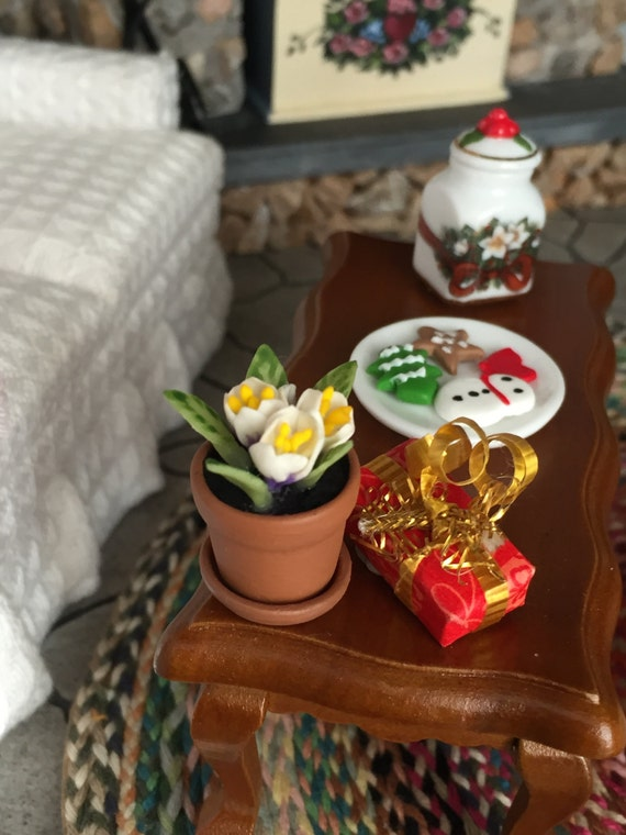 Minature Crocus in Terracotta Flower Pot With Removable Saucer, Style 1565, Dollhouse Miniature, 1:12 Scale, Dollhouse Accessory