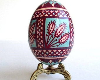 wine red and turquoise Pysanka ornament acid etched egg reverse dyeing technique batik egg shell gift for moms birthday or anniversary gift