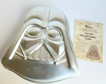 Wilton Darth Vader Cake Pan Star Wars 1980 Lucasfilm with Instructions #502-1409