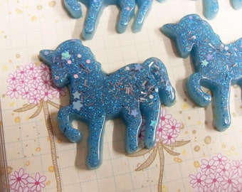 5x 40mm Magic Glitter Unicorn Resin Cabochons in Turquoise with sparkly Multicolours and Stars
