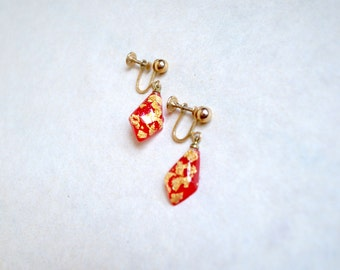 1950s Red & gold flake lucite drop pendent earrings / 50s 60s cast resin inclusion screw back earrings