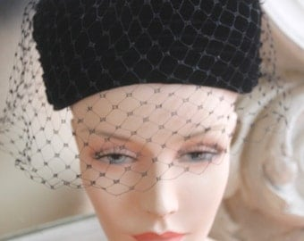 Vintage 1960s Black Velvet Toque Hat