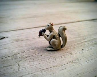 Little Squirrel Brooch - Holding Acorn - Squirrel Pin