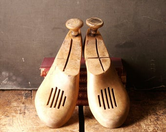 Vintage Pair of Wooden Shoe Stretchers from Florsheim - Shoe Trees