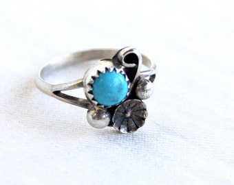 Turquoise Ring Size 6 .75 Sterling Silver Vintage Flower Native American Southwestern Blossom