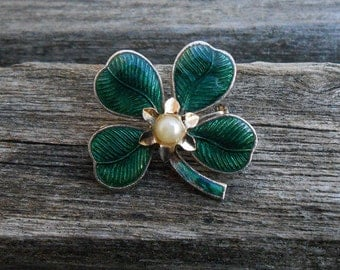 Vintage Shamrock Pin. Pearl, Gold Tone, Enamel. St. Patrick's Day, Mother's Day, Bridesmaid Gift, Anniversary, Birthday.