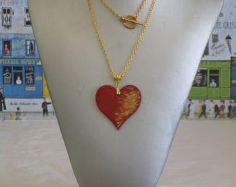 """Ravissant collier pendentif en bois laqué flammé rouge et doré """"Un coeur"""""""