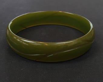 Lovely 1940's  Green Bakelite Bangle