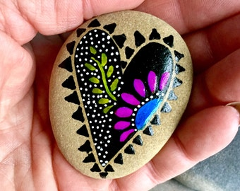 at the heart of midnight / painted rocks / paintd stones / rock art / heart rocks/ art on stone / boho art / boho decor / hippie art / rocks