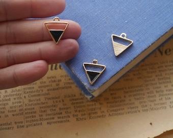 4pcs Gold Triangle and Black Enamel Geometric Triangular Charms 18mm (GC3175)