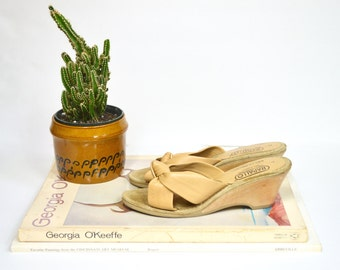1970s tan leather wedges / vintage wooden open toed sandals by Rapallo