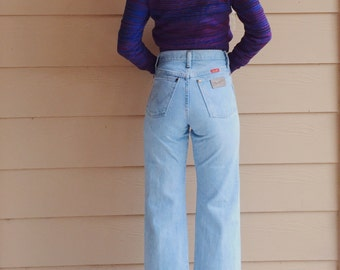 Wrangler High Waisted Light Blue Cropped Boho Mom Jeans // Women's size 24 25 Petite Short