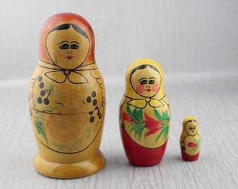 Kitsch Russian Nesting Dolls 3 Set Matrioshka Dolls From USSR