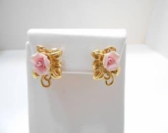 Vintage Pink Porcelain Roses (2546) Gold Tone Studs