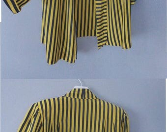 80s striped outwear. 3XL size. Oversized yellow & black 80s party polyester light top with big shoulder pads. In a good vintage condition.