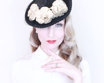 1930s vintage Hat / Vintage 30s Hat / Tilt hat / Straw / Felt Flowers / Black and Cream
