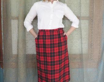 1970s Pendleton Red Green Wool Plaid Skirt Vintage Midi Skirt 70s Wool Skirt Preppy Plaid Skirt Warm Wool Skirt Pendleton A Line Skirt