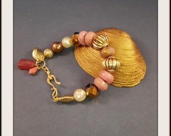 Chunky Style Beaded Bracelet / Elegant and Casual large bead Bracelet /Mauve and Gold bracelet