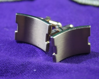 Vintage pair Swank men curved link cuff links.