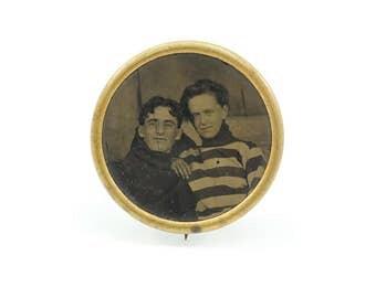 Vintage W & H Co Lithograph Photo Brooch, Sweetheart Brooch, Couple, Newark NJ USA, Whitehead and Hoag Co
