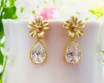 Gold Flower Earrings, Flower Bridal Earrings, Garden Wedding, Gold Bridesmaid, Matte Gold Wedding Jewelry, Maid of Honor, Daughter, E2580