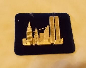 New York City  Skyline Brooch..... includes the Twin Towers. (369)