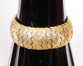 """Viro Bracelet - Vintage Segmented Goldtone Piece With Safety Chain - 7 1/2"""" Long"""