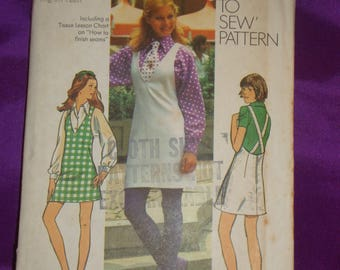 1970s 70s Vintage Mod V Neck Jumper w Back Straps Long Sleeve Blouse and Neck Tie UNCUT Simplicity Pattern 5425 Bust 32 Inches 81 Metric