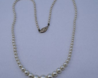 Graduated Glass Pearl Necklace c1950-60s