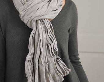 Cheich ou écharpe en voile de coton, foulard homme ou femme, chèche, écharpe mixte en couleur naturelle, teinture artisanale gris argile