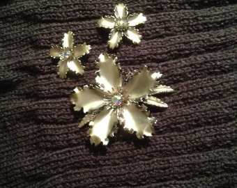Silver Flower Brooch and Earring Set with Iridescent Rhinestones Vintage 1950s - #294