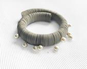 Joya de papel y color arena collar gargantilla de perlas blancas, importante y elegante regalo para regalo de aniversario para ella