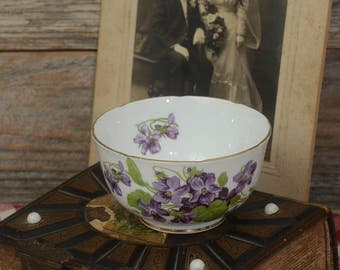 "VINTAGE SUGAR BOWL: A ""Melba"" Bone China Sugar Bowl Made in England."