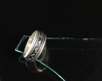Spinning Dolphin Silver Ring with Repeating  Leaping Dolphin Design on a Heavy Sterling Silver Band with Spinning Center // Sz: 5.25