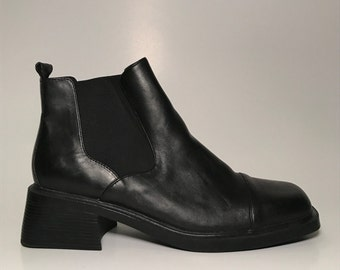 Ankle booties '90s size 9M US - black, stretch elastic panels, small heel, comfy