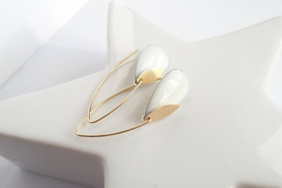 White and gold earrings hook long rigid graphic modern gold-plated Gold filled pampille gold charm drop elegant sober