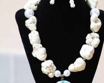 Bedrock White stones with turquoise