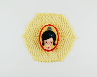 The Joyful Seamstress Felt Brooch / Thimble Girl Pin / Sewing Girl Felt Brooch / Felt Girl Pin / Thimble Brooch / Miniature Portrait Pin