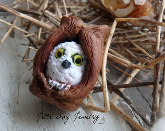 Peak A Boo- polymer clay Snowy Owl in tree stump. snowy owl bead. polymer rustic owl bead. Hedwig. woodland rustic owl. Jettabugjewelry