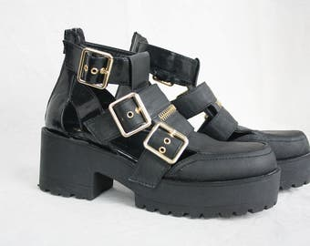 Grunge boots Steam-punk boots Wide heels Chunky boots Black shoes Buckle boots Womens shoes Summer boots Platform Thick heel vintage size 7