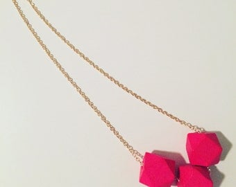 Long necklace rose gold pink effect adorned with geometric fushia pink wooden stones