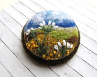 Nature jewelry gift for her Handmade brooch Mothers gift flower brooch Needle felted brooch exclusive for women Wodland jewelry nature